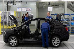 تشكيل لجنة لدراسة أسعار وتكاليف السيارات المجمعة
