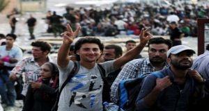 معظمهم من السوريين..مئات اللاجئين يدخلون إلى النمسا وألمانيا