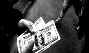 المركزي يرفع القيود عن عدد من كبار التجار والشركات لمخالفتهم أنظمة شراء القطع الأجنبي