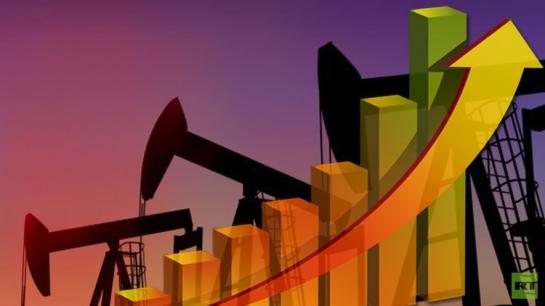 النفط يقفز متأثرا بتراجع الدولار