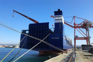 تحمل مواداً غذائية وأولية..رسو 11 سفينة تجارية بمرفأ طرطوس