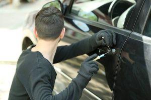 عصابة تسرق السيارات وتنقلها من لبنان إلى سورية مقابل 1000 دولار