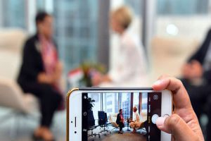 أبل تحقق أرباحا قوية بدعم من مبيعات أيفون