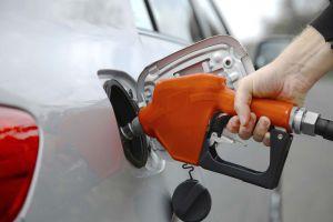 في حماة.. ليتر البنزين بالسوق السوداء يصل لـ1000 ليرة!