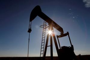 أسعار النفط  ترفع لليوم الخامس على التوالي .. سعر البرميل يقترب من حافة 80 دولاراً