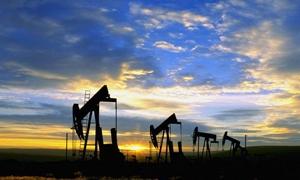 ارتفاع النفط الأمريكي بقيمة دولار للبرميل