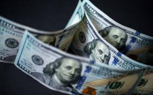 خبير اقتصادي: كارثة ستحل بالدولار في 2020