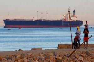 هل منعت مصر السفن المحملة بالنفط المتجهة إلى سوريا من عبور قناة السويس؟