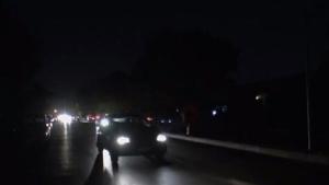 إنارة الشوارع نهاراً وقطعها ليلاً!! .. شوارع دمشق تغرق في الظلام