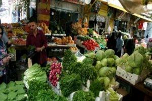 بائعون يستغلون زيادة الطلب على المواد الغذائية ويرفعون أسعارها