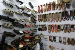 حرفيو الأحذية في دمشق يطالبون وزارة الاقتصاد بوقف استيراد الاحذية