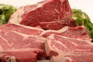 في أسواقنا المحلية... ضبط كباب من العظم والجلد ولحم الديك مخلوط مع الخاروف!!