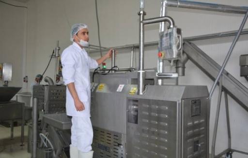 بتكلفة 500 ألف دولار.. رجل أعمال سوري يطلق مشروعاً لمشتقات الحليب والأجبان في تركيا