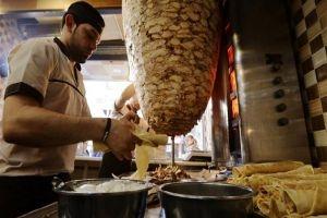 المطاعم ترفع أسعارها...سندويشة الشاروما بـ800 ليرة والبروستد بـ3800 ليرة!