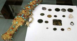جمارك طرطوس تضبط 18 قطعة أثرية معدة للتهريب إلى لبنان