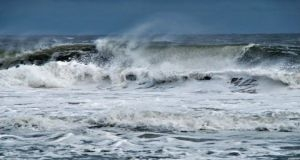 الأرصاد الجوية تحذر من هبات رياح شديدة تؤدي لارتفاع الموج في الساحل السوري