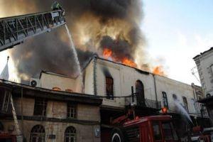 اندلاع حريق في عدد من المحلات التجارية بمنطقة العصرونية بدمشق