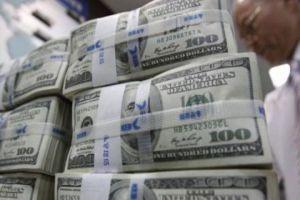 المركزي يؤكد: المضاربون يطرحون كميات كبيرة من الدولار في السوق بعد تعرضهم لخسائر كبيرة