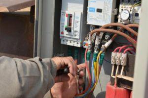 إطلاق حملة شاملة للقضاء على ظاهرة سرقة الكهرباء