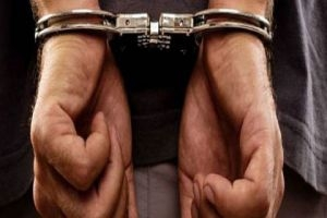 القبض على عصابة تمتهن تزوير التأجيل وموافقات السفر وأخرى سرقت رواتب موظفين!