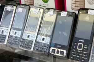 لهذا السبب!..التموين يدعو المواطنين لعدم شراء أجهزة الموبايلات من البسطات