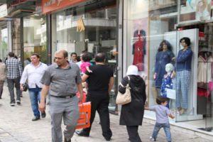 مدير تموين دمشق يشتري ملابسة من البالة..وينصح المستهلكين بالتوجه للأسواق الرخيصة
