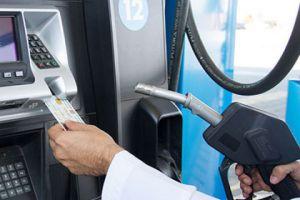 وزير النفط يوضح سبب تحديد كميات البنزين في البطاقة الذكية