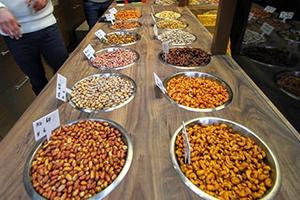 جميع أنواع البزر والتمر هندي ومعلبات الفطر في الأسواق السورية مهرّبة