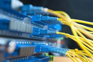 الاتصالات تكشف عن خدمة جديدة لإيصال الإنترنت بسرعات عالية للمشتركين