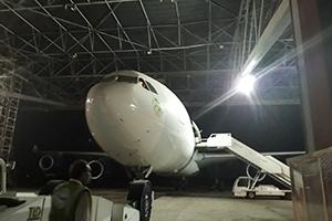 بإشراف وزير النقل .. كوادر وطنية تنجز صيانة طائرة مدنية
