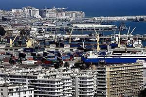 الجزائر تقر زيادة الرسوم الجمركية