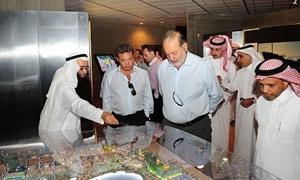 أغنى رجل في العالم يتجه بملياراته إلى السعودية