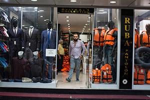موجة إغلاقات للمحلات وإنحسار أعمال السوريين في إزمير التركية بعد الاتفاق الأوروبي - التركي