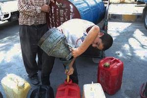 اعتراف حكومي بفشل إيقاف تجارته.. أسعار البنزين في السوق السوداء تشتعل وسعر الصفيحة إلى 8 آلاف ليرة