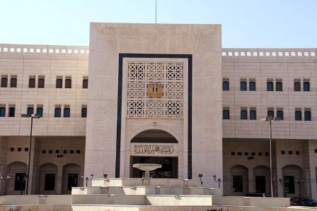 الحكومة تفرض رسم مالي لقاء الحصول على شهادة