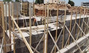 قطاع البناء في سورية خلال الأزمة .. نحو مليون عامل عاطل عن العمل وانخفاض كبير في انتاج الباتون والأخشاب