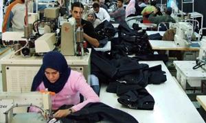 أعداد عمال النسيج في سورية تنخفض إلى النصف وخروج 12 شركة من الخدمة
