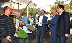20 ضبطاً تموينياً في جولة جديدة لوزير التجارة بأحياء دمشق..ومصادرة دقيق منتهي الصلاحية