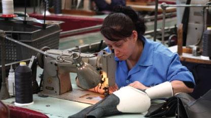 انخفاض مبيعات الشركة العامة للأحذية إلى 1.1 مليار ليرة..وتراجع كبير في إنتاج الجلوية والمحارم