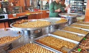 تراجع مبيعات الحلويات في دمشق بنسبة 75 بالمئة..وكيلو البقلاوة يرتفع إلى 4500 ليرة