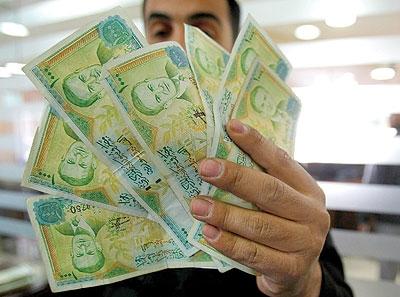 لم يجد إلا الرواتب لزيادة تكاليفها!!!.. مسؤول يطالب برفع ضرائب الرواتب و الأجور في سورية