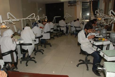 جامعة دمشق تحدد موعد الامتحان المعياري لماجستيرات التأهيل والتخصص