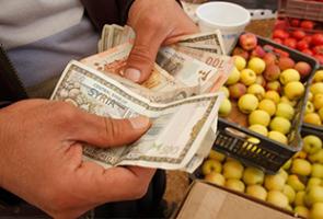 مسؤول يؤكد: التجار لا يلتزمون بسعر تمويل المستوردات..وآلية جديدة للتسعير قريباً