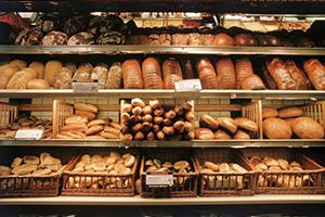 التموين: لهذا السبب ارتفعت أسعار الكعك والخبز السياحي والصمون