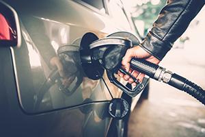 محافظة دمشق: مناقشة سوء مادة البنزين وعدم حصر إجازات الاستيراد