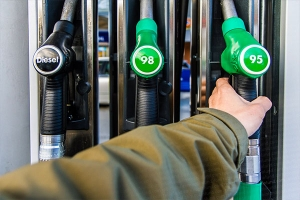 وزير التموين يرفع سعر البنزين أوكتان 95 بنحو 48% إلى 850 ل.س لليتر الواحد