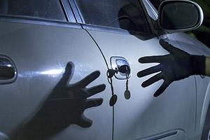طريقة جديدة لسرقة السيارات من وسط العاصمة السورية دمشق