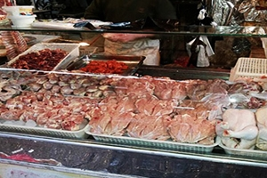 أسعار الفروج في دمشق تواصل إرتفاعها خلال شهر رمضان.. وكيلو الشرحات بـ1750 ليرة