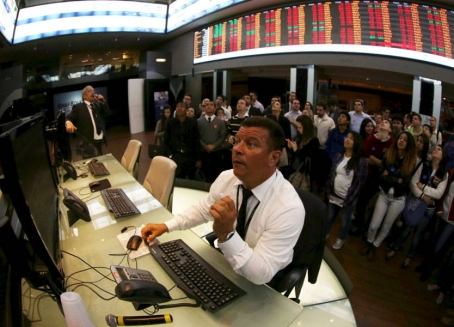 الأسهم الصينية تغلق مرتفعة بدعم من آمال التحفيز