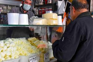 الحليب ومشتقاته مستقرة في أسواق دمشق.. وصحن البيض لا يزال بـ 6200 ل. س